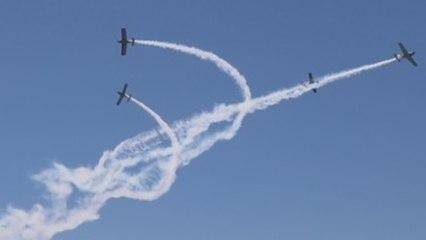 Miles de personas asisten al festival aéreo de Torre del Mar