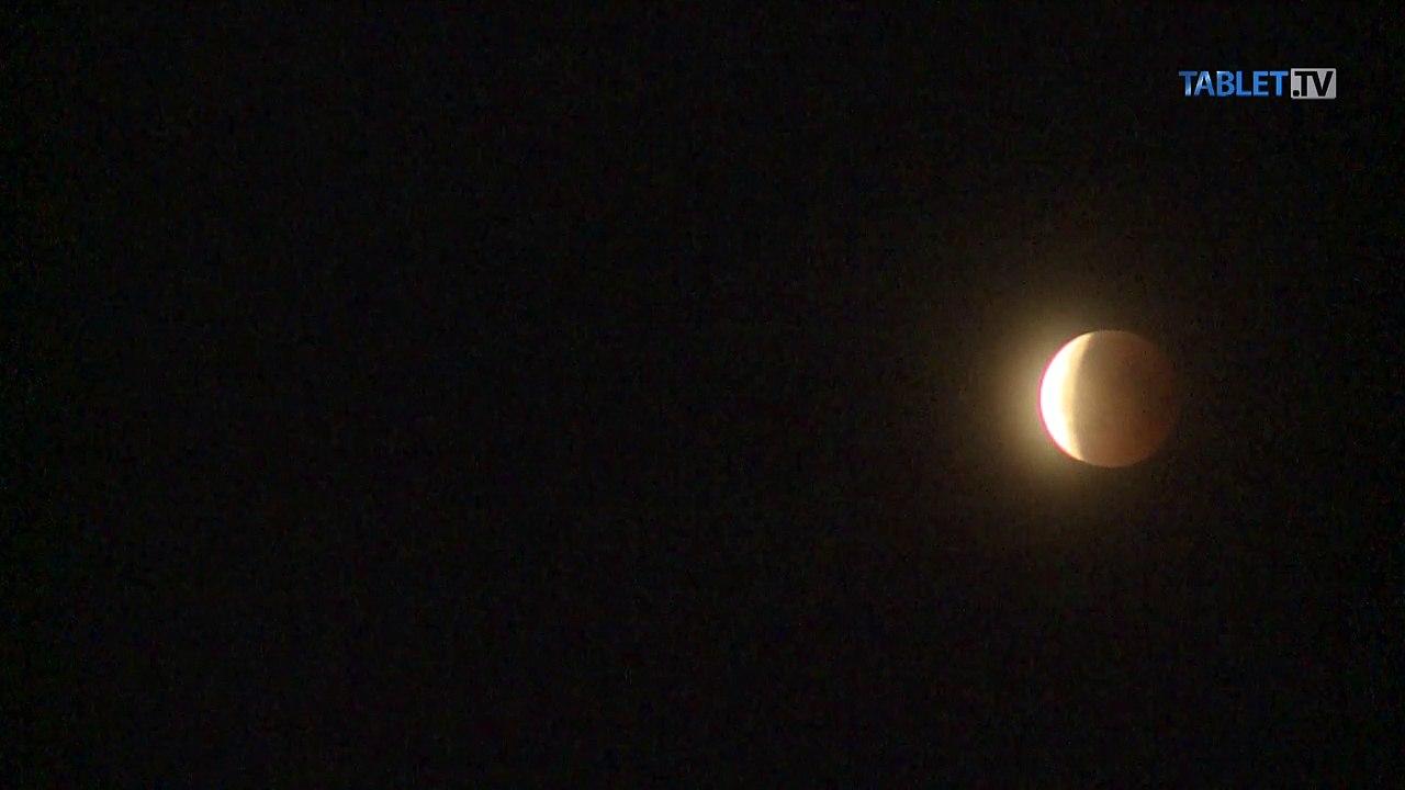 ČASOZBER: Pozrite si strhujúce zábery zo zatmenia Mesiaca