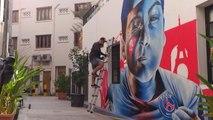 PSG - L'artiste Ceno2 dans ses oeuvres pour un graffiti haut en couleurs