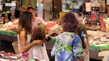 Las REINAS LETIZIA Y SOFÍA visitan el mercado en Palma de Mallorca con LEONOR Y SOFÍA