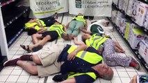 Jour du dépassement : action pacifique à Marseille, Carrefour Bonneveine