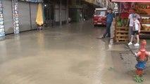 Rize'de Şiddetli Yağış Nedeniyle Dükkanları Su Bastı