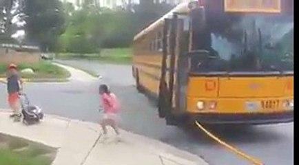 Kanada'da okul servisi durduğunda trafik bu hale geliyor