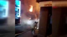 İstanbul-Beyoğlu'nda Ahşap Bina Alev Alev Yandı