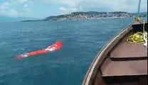 Record du monde de nage pieds et poings liés, enfermé dans un sac