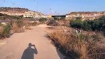 فيديو يظهر تجمع للصحفيين والنشطاء قرب حاجز جبارة الإسرائيلي في انتظار الإفراج عن الأسيرة عهد التميمي ووالدتها ناريمان ، وتم الافراج عنها قبل قليل .