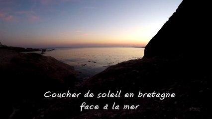 coucher de soleil en bretagne face à la mer