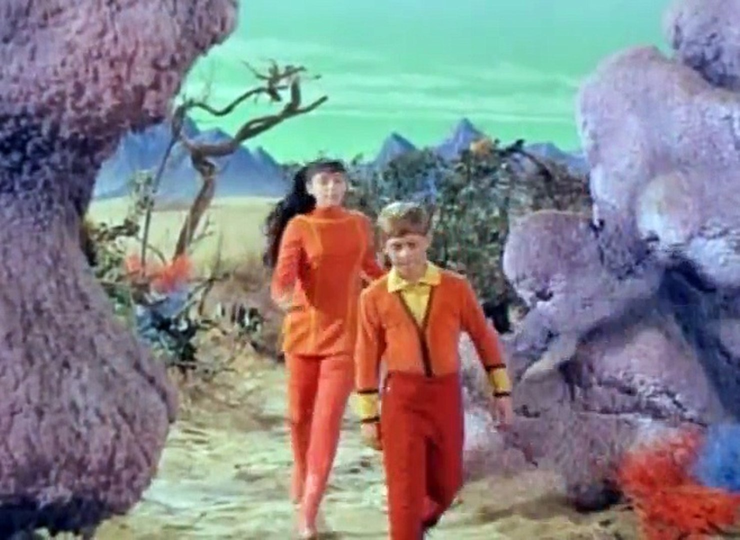 Lost in Space S02 - Ep09 The Thief from Outer Space HD Watch