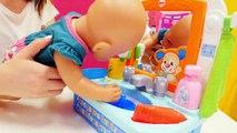 Ayşe, bebek Gül ve Loli doğum gününe hazırlanıyorlar