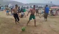 Jeu de ballon sur la plage