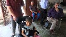 Engelli maaşıyla engelli kıza tekerlekli sandalye aldı