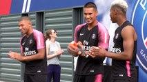 Les Parisiens fêtent les Champions du Monde