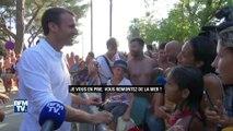 Le premier bain de foule d'Emmanuel Macron en vacances à Bormes-les-Mimosas