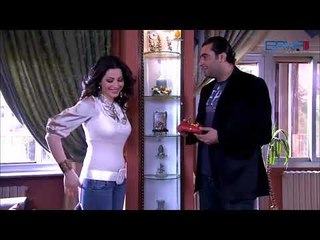 ليلى قدمت هدية لوسام وهربت   نسرين طافش -  باسم ياخور -  صبايا -  الموسم الاول