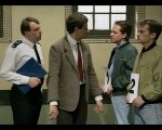 Mr. Bean - Line Up (Mr Bean Goes to Town ) (NEW)