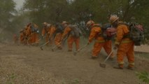 California, si lotta contro le fiamme: in campo anche i detenuti
