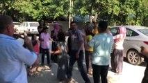 Köy Muhtarından Düğün Magandalarına Pankartlı Tepki