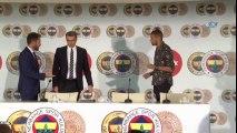 """İslam Slimani: """"Fenerbahçe'de Olmaktan Mutluyum"""""""