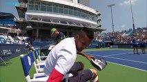 Nick Kyrgios oublie ses chaussures avant son match de Tennis