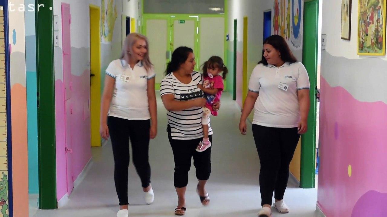 Trebišov: V nemocnici pomáhajú rómskym mamičkám asistentky osvety zdravia