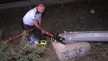 Çevre yoluna devrilen elektrik direği sürücüleri korkuttu - ANKARA