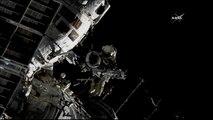 شاهد: رائد فضاء روسي يمشي على القشرة الأرضية في الفضاء