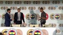 """Islam Slimani: """"Fenerbahçe'de olmaktan mutluyum"""""""