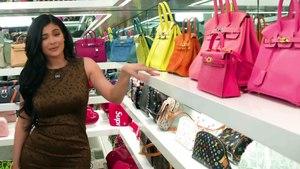Visite guidée du dressing de sacs à main de Kylie Jenner