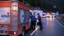 Bursa-Ankara karayolunda zincirleme trafik kazası: 1 kişi öldü, 12 kişi yaralandı - BURSA