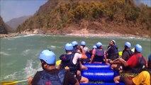 Rishikesh River Rafting Accident - White Water Rafting - Rescuing People in river rafting