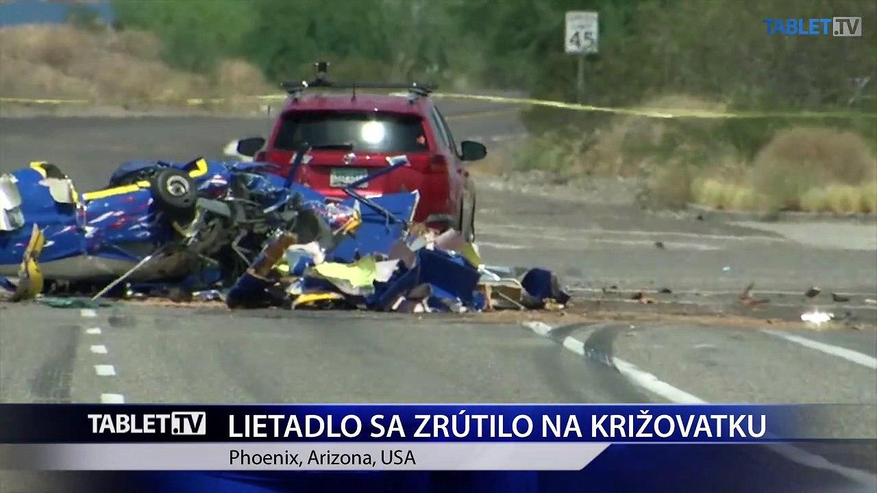 Lietadlo sa zrútilo na križovatku, kde spôsobilo dopravnú nehodu