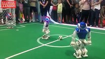 【Video】Robots named NAO from SoftBank Robotics are playing football at the #WorldRobotConference in Beijing. With the technology of facial recognition and sonar