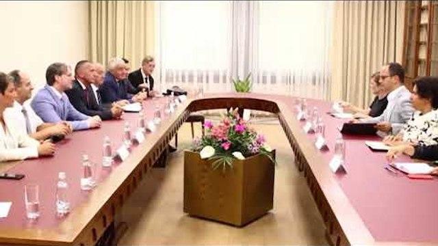 Ora News - Dialogu Prishtine- Beograd, përfaqësuesit e Luginës së Preshevës takojnë Bushatin