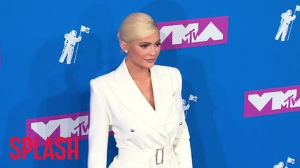 Kylie Jenner caught awkwardly avoiding Nicki Minaj at VMAs