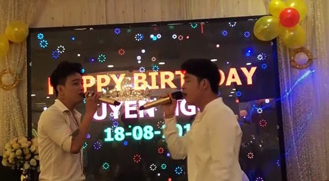 Sau thời gian bỏ nghề, trưởng nhóm HKT bất ngờ xuất hiện hát live hay như nuốt đĩa
