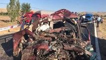 Çorum'da Katliam Gibi Kaza! TIR'la Çarpışan Otomobildeki Aynı Aileden 5 Kişi Öldü