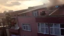 Bağcılar'da Korkutan Yangın, Çatı Katı Alev Alev Yandı