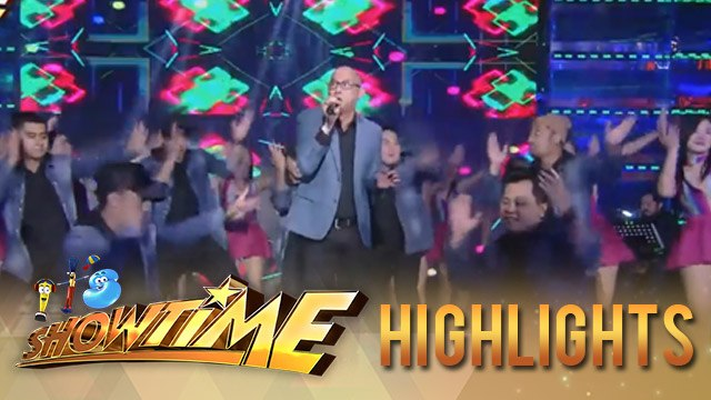 It's Showtime: Steven Paysu gives a groovy performance to the madlang people!