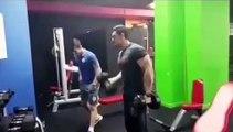 Comment travailler ses biceps à l'envers