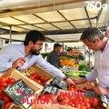 [Chef Damien fait son marché]Les tomates sont de saison ! Mais comment les choisir, les consommer et les conserver ? Chef Damien vous dit tout