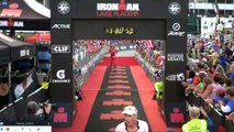 Un athlète célèbre sa victoire trop vite lors d'un Ironman (entorse à la cheville...)