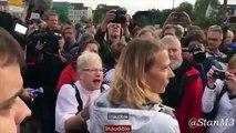 La colère de citoyens Allemands face à une journaliste de gauche.
