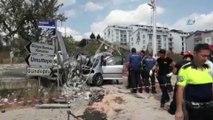 Hafif ticari araç önce yayaya sonra elektrik direğine çarptı: 2 ölü