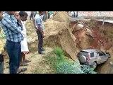 आगरा-लखनऊ एक्सप्रेस वे पर 15 फीट गहरे गड्ढे में गिरी SUV