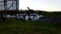 Carro vai parar na calçada após colisão na Av. Brasil