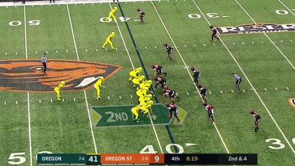 Oregon RB Travis Dye Runs All Over Oregon State in the Civil War