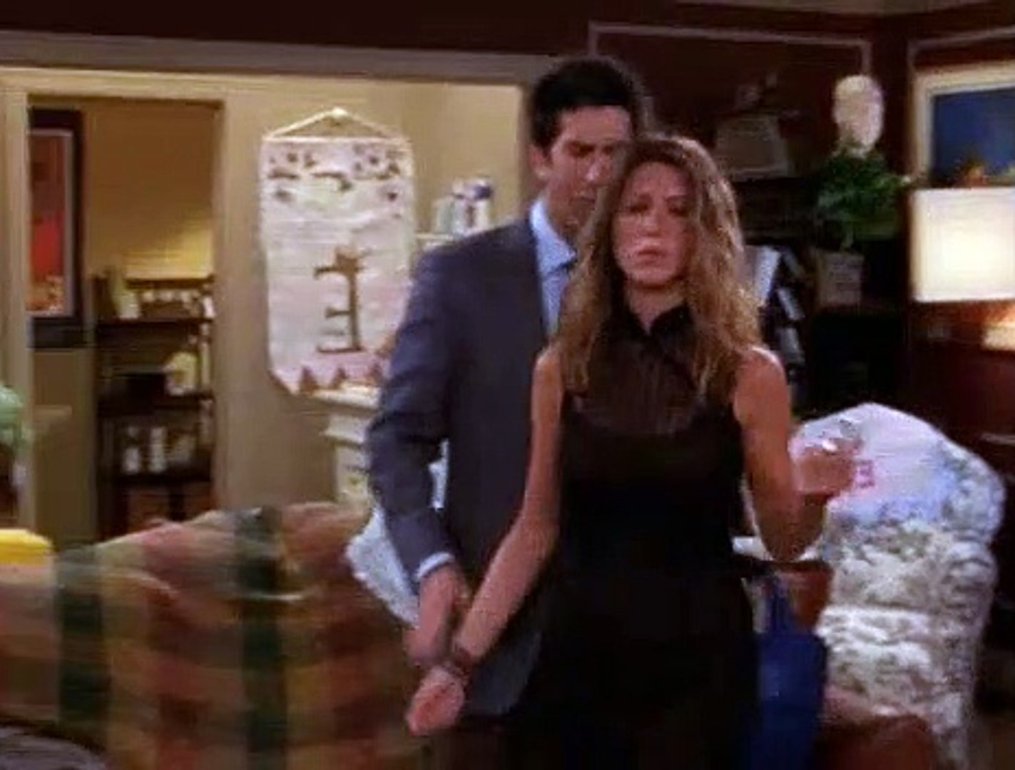 Friends S09E05 The One with Phoebe's Birthday Dinner