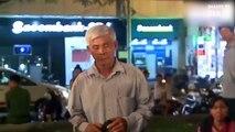 Bác trai 57 tuổi hát rong trên phố, giọng hát da diết khiến người qua đường buồn nao lòng