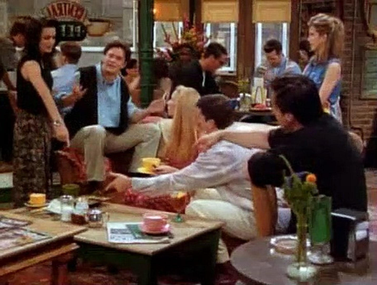 Friends S01E03 The One with the Thumb