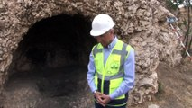 3 bin yıllık kaya mezarları gün yüzüne çıkarılıyor